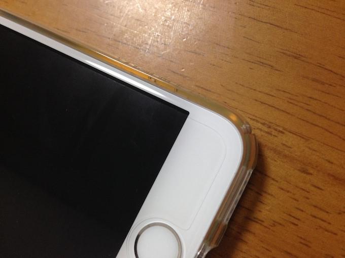 iPhone6の保護フィルムのサイズが足りない図