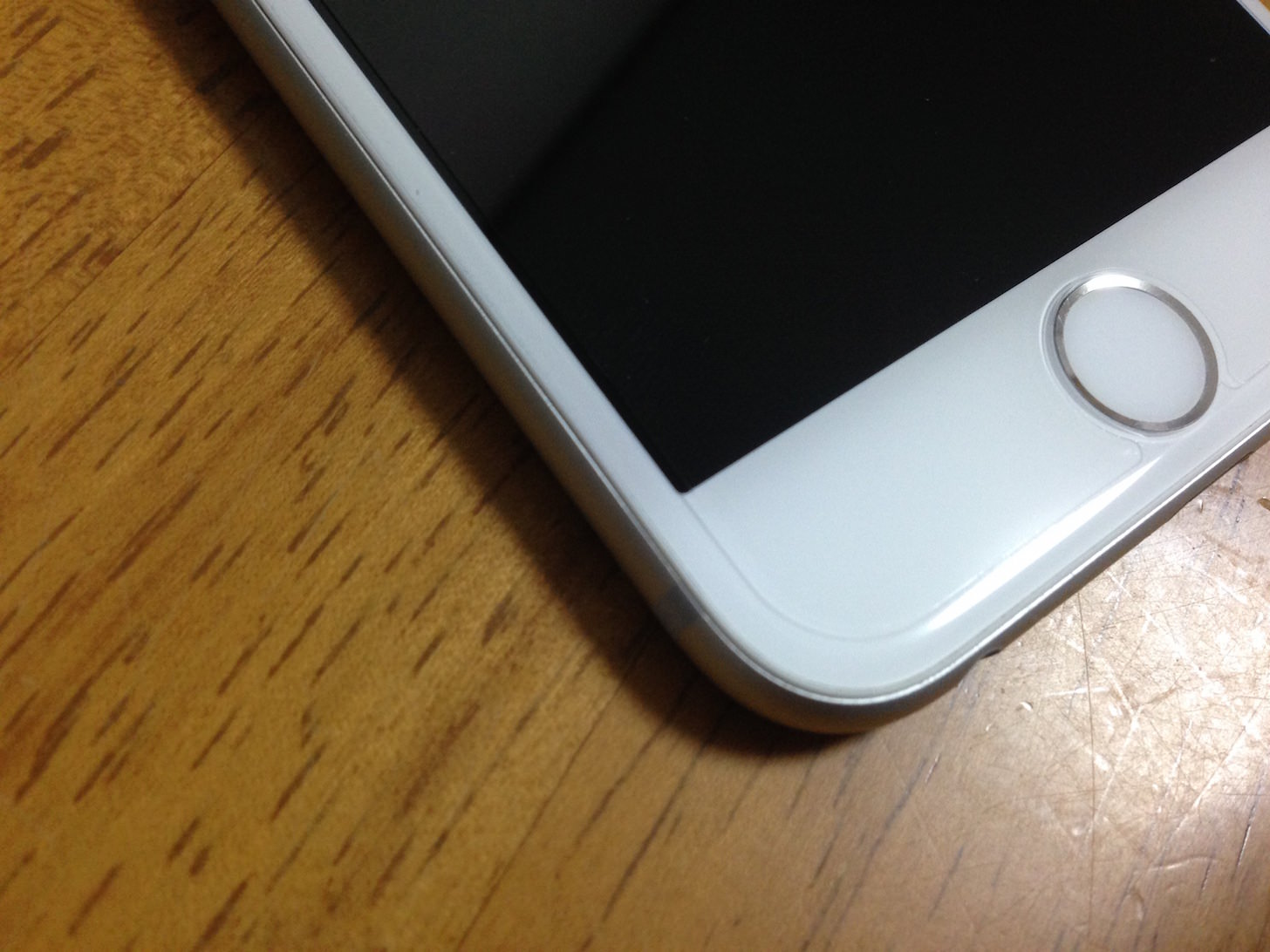 iPhone6 保護フィルム貼った