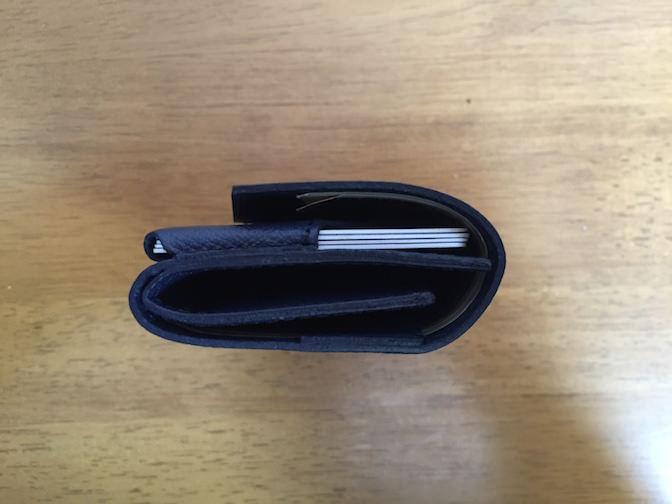 小さい財布 横から見た図