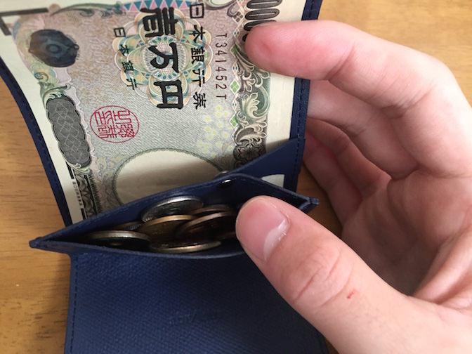 小さい財布 お金を入れてみた