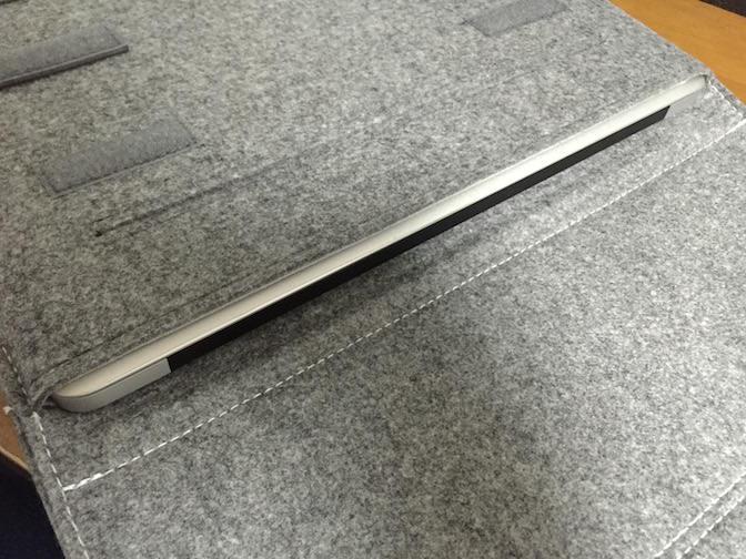 Inateck Macbook 13インチケース  MacBookAirを入れてみた