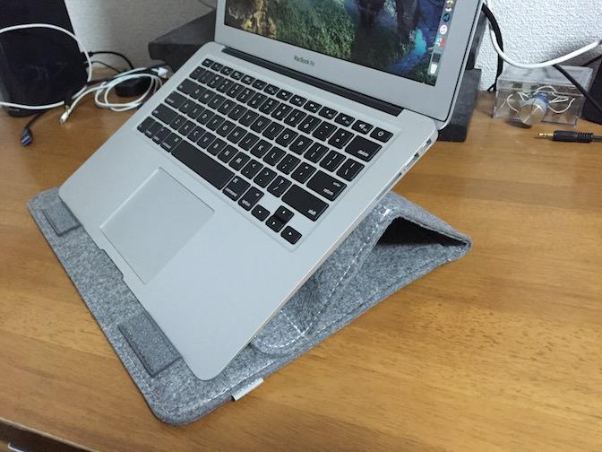 Inateck Macbook 13インチケース スタンドの高さ調整
